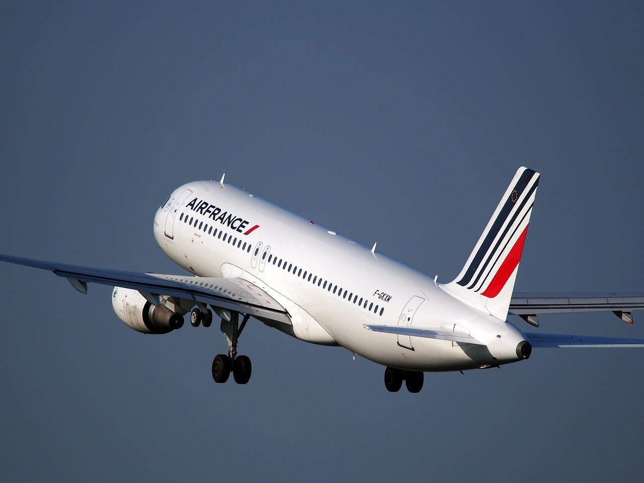 sa_1529526319_airplane-1995432_1280